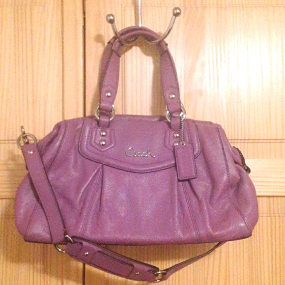 Coach Classic Signature Shoulder Bag